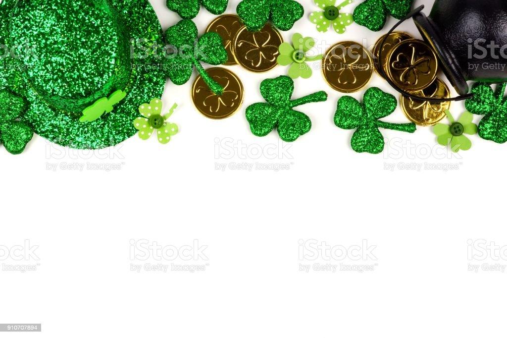 St. Patricks Day Dekor oberen Rand isoliert auf weiss – Foto