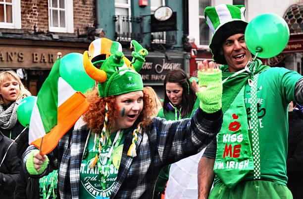 st. patricks day parade in dublin - st. patrick's day stock-fotos und bilder