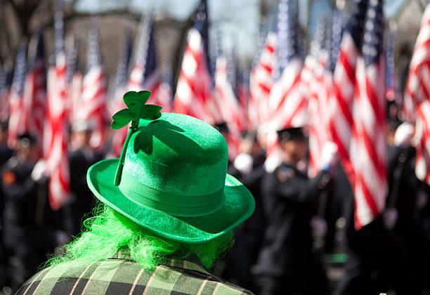 st. patrick's day parade - geçit töreni stok fotoğraflar ve resimler
