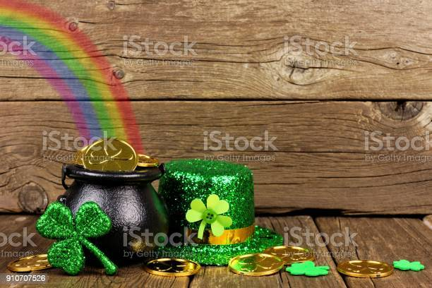 St patricks day pot of gold with rainbow decor against wood picture id910707526?b=1&k=6&m=910707526&s=612x612&h=fi3aa5w7wo 7mer4epddvuuuutawbthvrp0k czkhco=