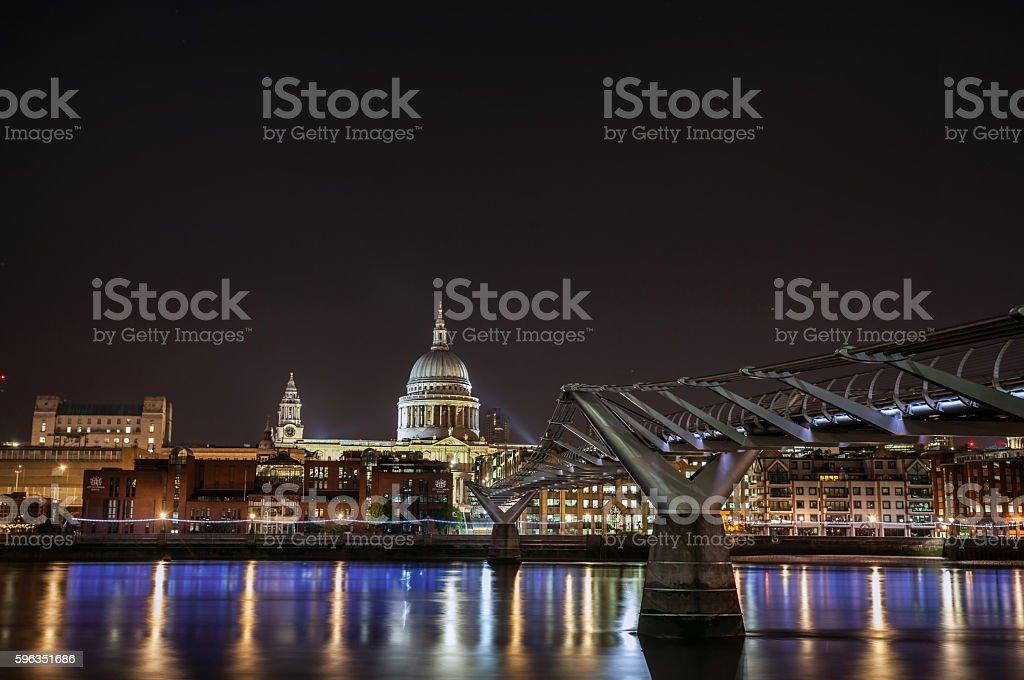 St Paul's and the Millennium Bridge. Lizenzfreies stock-foto