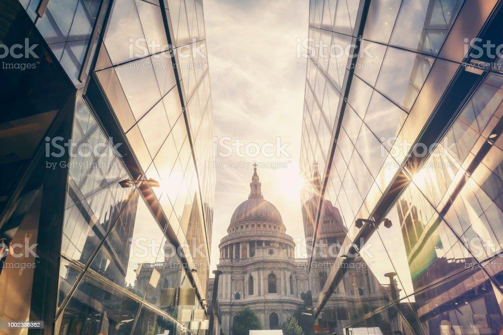 St. Pauls Kathedrale In London während dem Sonnenuntergang – Foto