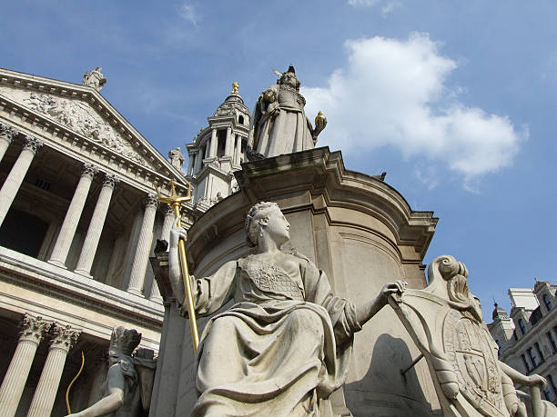 st. paul's cathedral queen anne monument and pigeons - belkindesign stock pictures, royalty-free photos & images