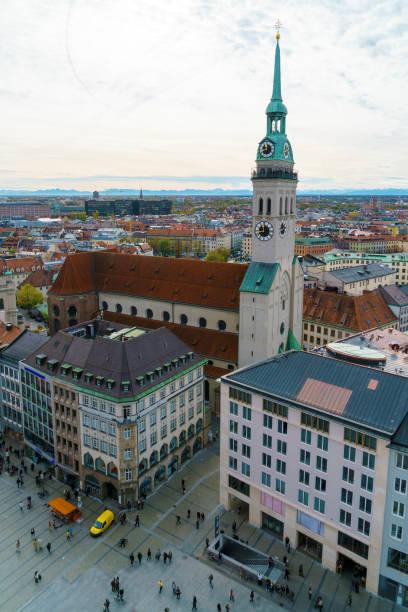 st peter's church gotiska katedralen, münchen, bayern - sankt peterskyrkan münchen bildbanksfoton och bilder