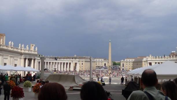 petersplatsen dagen innan påven johannes paulus ii: s kanarisering - paul simon bildbanksfoton och bilder