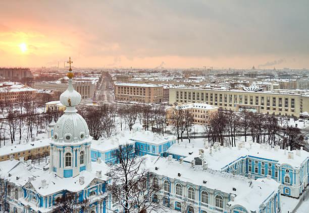 winter stadt st. petersburg, russland - russisch orthodoxe kirche stock-fotos und bilder