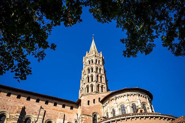 basílica de st. sernin en toulouse, francia - carlosanchezpereyra fotografías e imágenes de stock