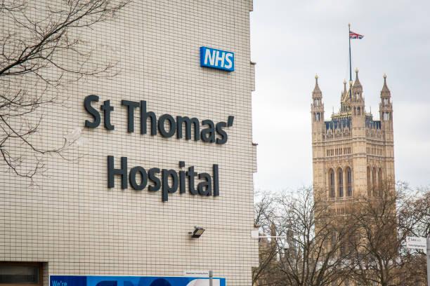 St Thomas' Hospital, hospital de NHS en Londres - foto de stock