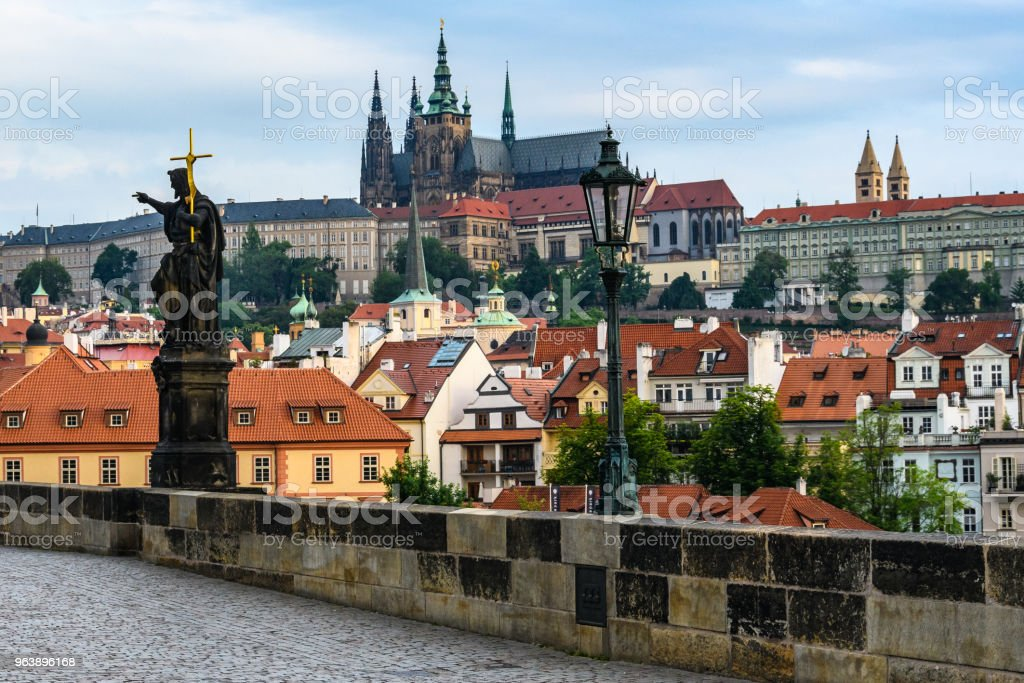 St. Vitus Cathedral and the Castle from Charles Bridge at dawn, Prague, Czech Republic - Royalty-free Architecture Stock Photo