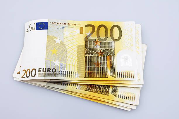 Pila de 200 billetes de Euro - foto de stock