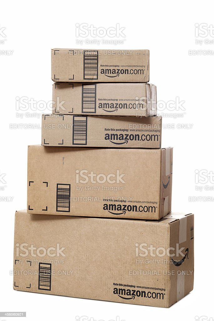 Pila di pacchi di Amazon.com - foto stock