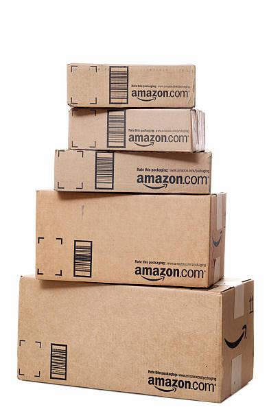 Stapel von Amazon.com-Packages – Foto