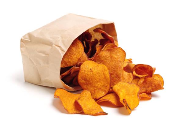 Stack of beet potato chips – zdjęcie