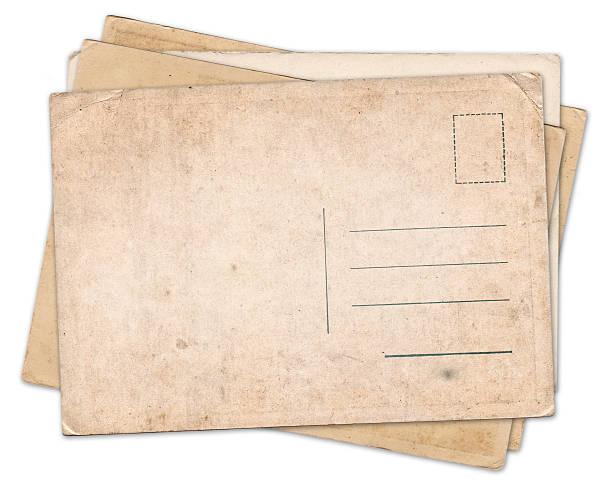 pila de tarjeta postal vintage antigua aislado en blanco - postal worker fotografías e imágenes de stock