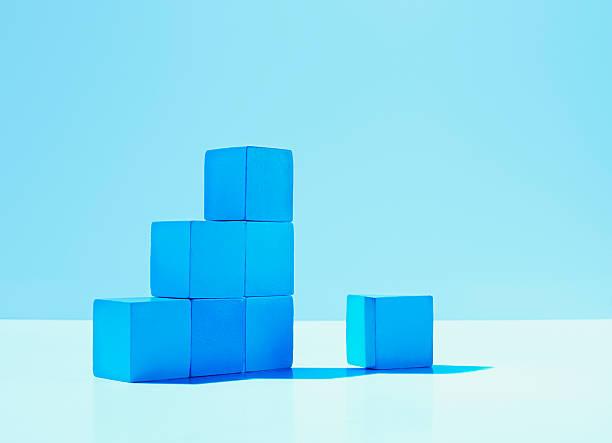 Pila de azul cuadras - foto de stock