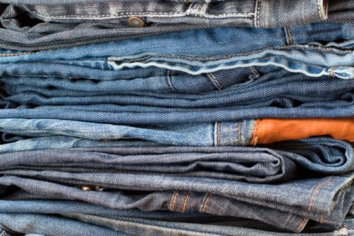 Foto de Pilha De Jeans Azul e mais fotos de stock de Algodão - Material Têxtil