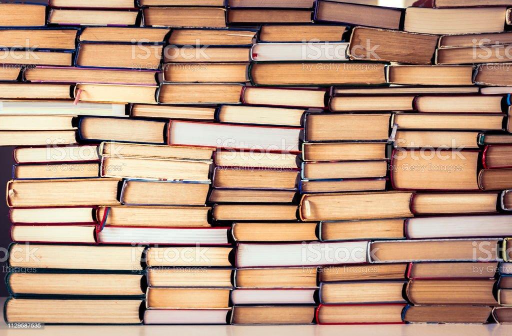 Stapel von Büchern Bildung Konzept Hintergrund, viele Bücher stapeln. – Foto