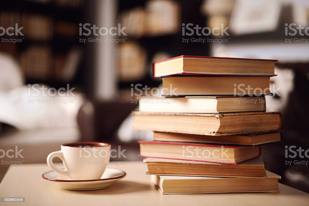 stack of books in home interior​​​ foto