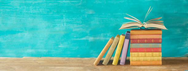 Stapel von Büchern, Panorama, lesen, Bildung, Literatur-Konzept – Foto