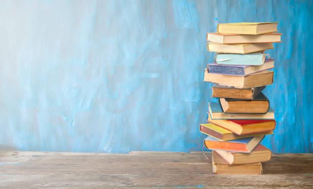 Buchstapel, Lesen, Lernen, Bildungskonzept, freier Kopierraum – Foto