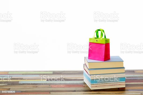 Stack of books with red shpping bag on top picture id843755826?b=1&k=6&m=843755826&s=612x612&h=a8rb4gudvswt7jetagzkaajujmx8kobc5tsdyis8 cu=