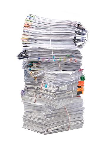 Stapel Document Handelspapieren Geïsoleerd Op Witte Achtergrond Stockfoto en meer beelden van Aan het werk