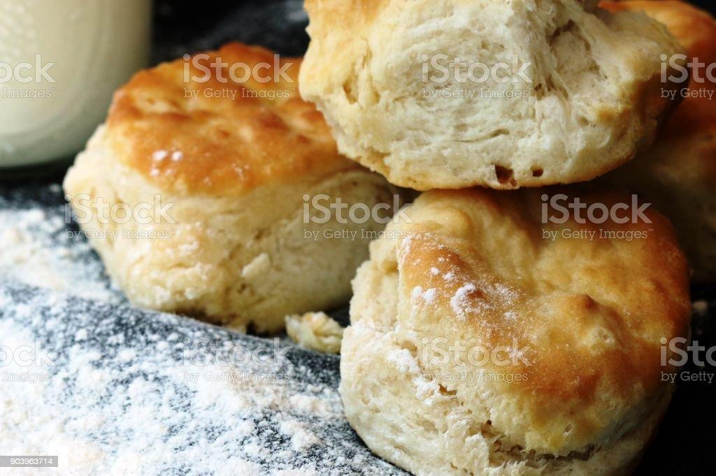 버터 밀크 비스킷의 스택 - 로열티 프리 0명 스톡 사진