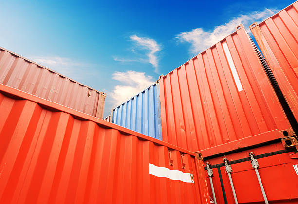 Stapel Cargo container auf die docks – Foto