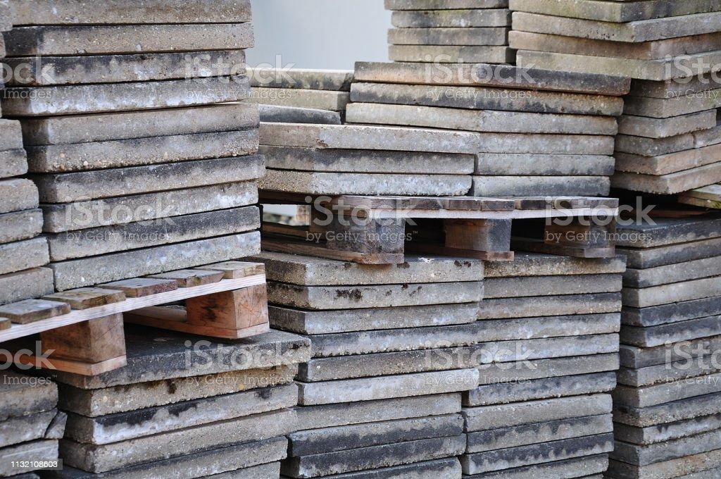 Stapel Zementbodenplatten – Foto
