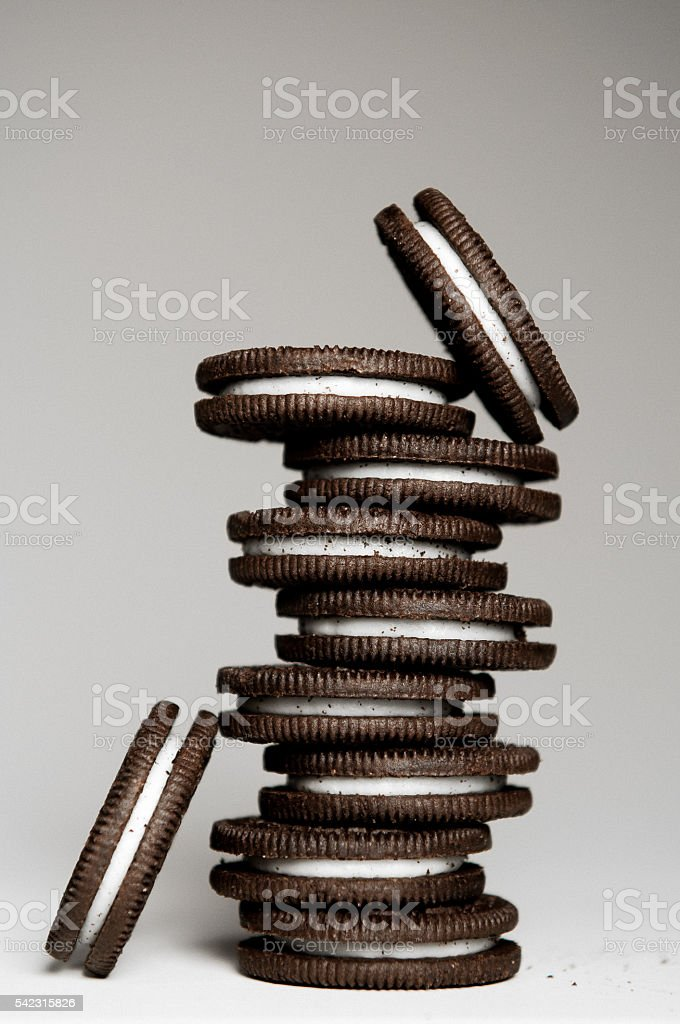 Stack of Chocolate Sandwich Cookies - foto de acervo