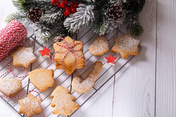 Ein Stapel weihnachtsweichweium-Lebkuchen-Kurzbrotplätzchen – Foto