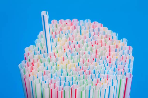 a stack of colored drinking straws - palha imagens e fotografias de stock