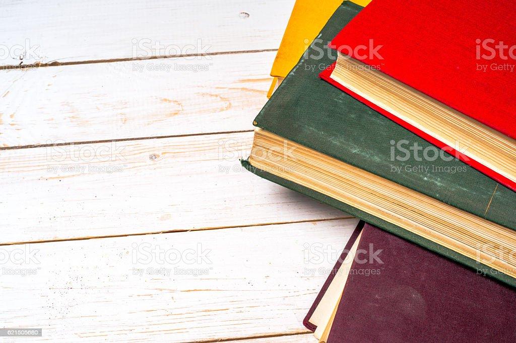 Stapel von bunten Bücher, Grunge Blau Hintergrund, kostenlose Kopie Raum Lizenzfreies stock-foto