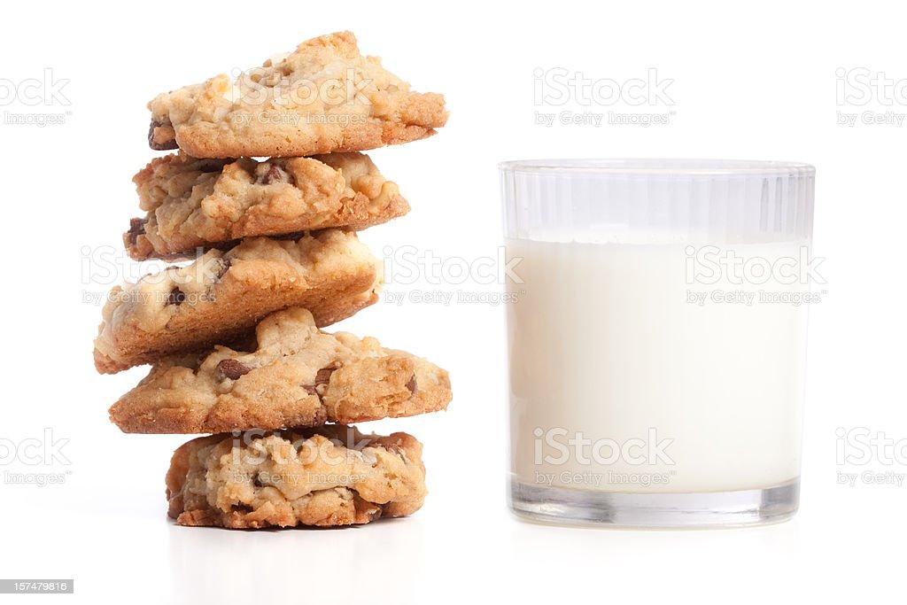 Stapel von Cookies und Milch, isoliert auf weißem Hintergrund – Foto