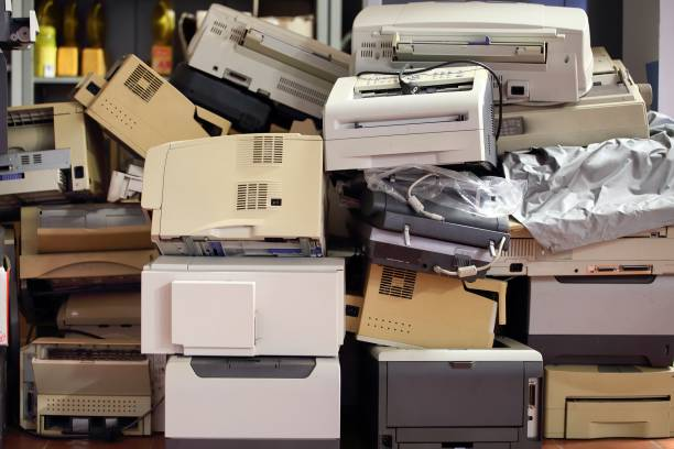 stack of disused computer printers to be scrapped or recycled. - obsoleto foto e immagini stock