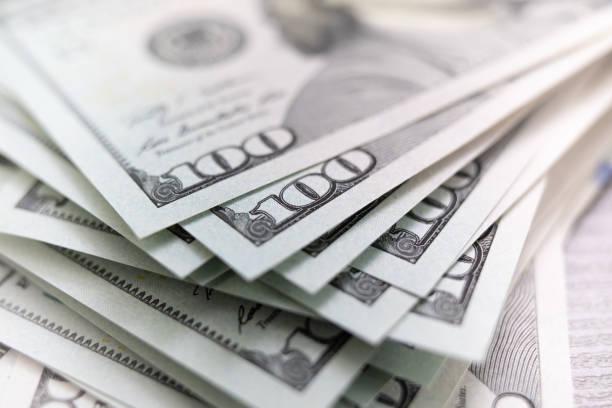 成堆的美元分散 - money 個照片及圖片檔