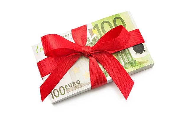 stapel von 100 euro scheine - gutschein weihnachten stock-fotos und bilder