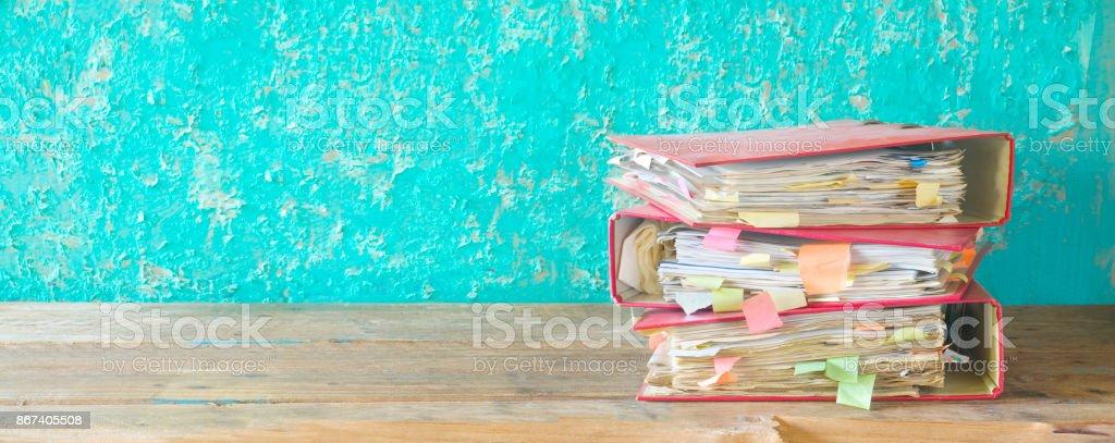 Stapel von chaotisch Dateiordner und Dokumente – Foto