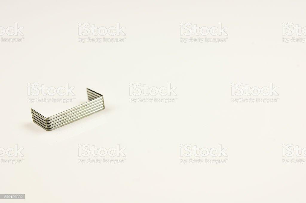 Pilha de metal staples - fotografia de stock