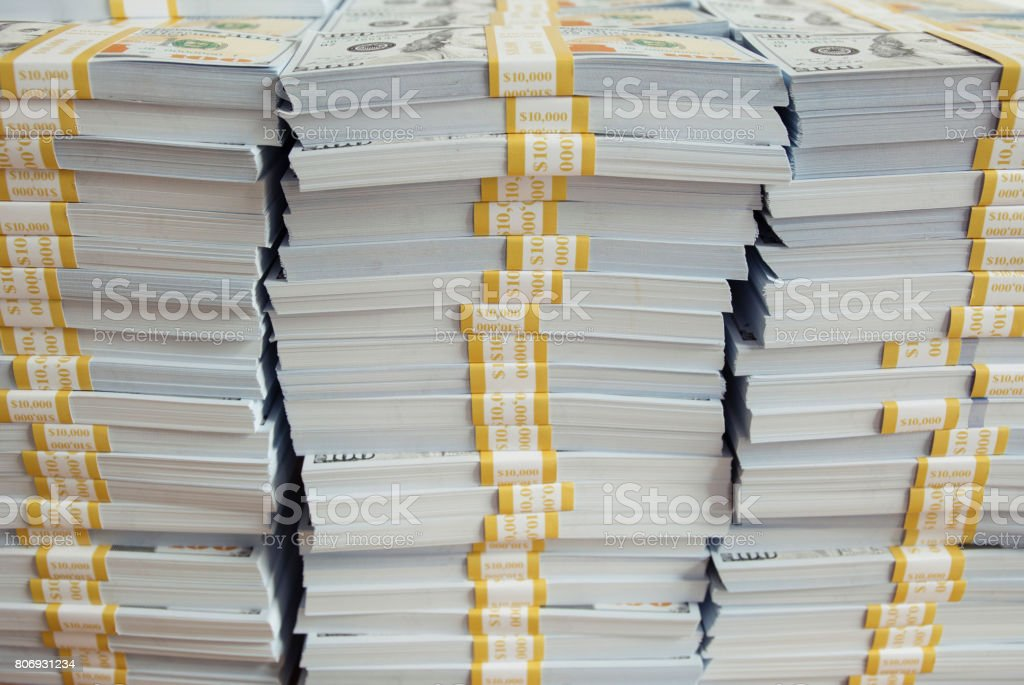 Montón de nuevas 100 dollar bills - foto de stock