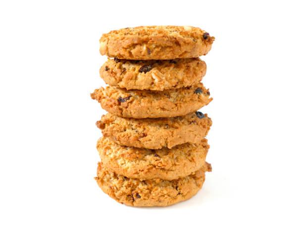 stapel von haferflocken cookies mit rosinen - hafer cookies stock-fotos und bilder