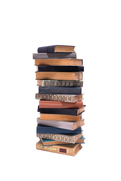 Pilha de livros antigos isolado no fundo branco - foto de acervo