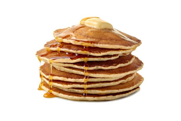 バターと白に流れるメープル シロップのパンケーキのスタック - パンケーキ ストックフォトと画像