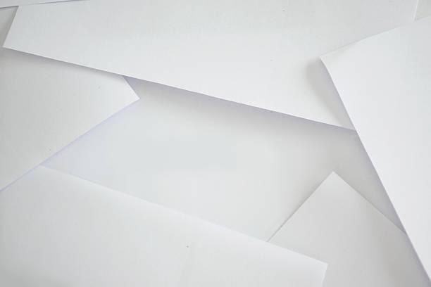 stapel papier hintergrund - flyer inspiration stock-fotos und bilder
