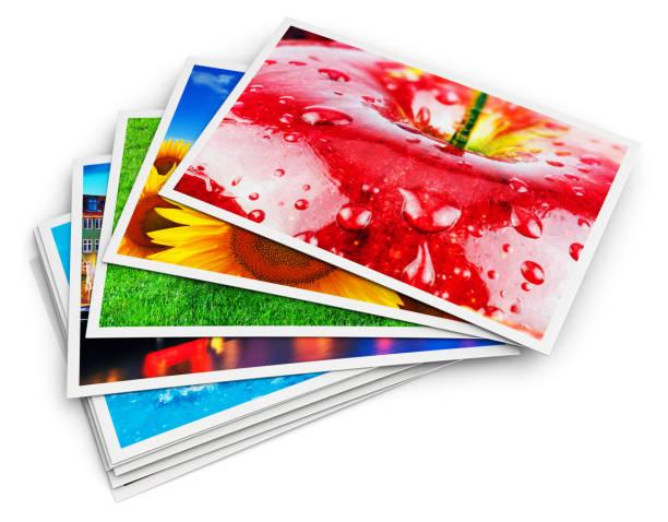 stapel von fotokarten - druckerzeugnis stock-fotos und bilder