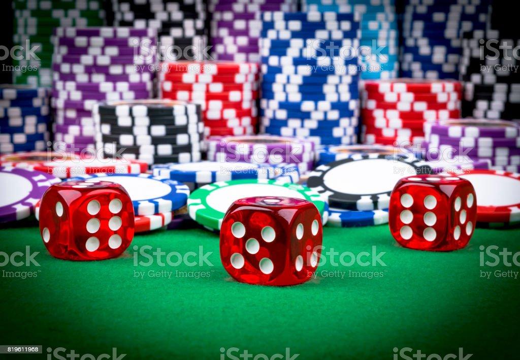 Pila De Poker Fichas En Una Mesa De Poker Verde Juegos De Azar Con