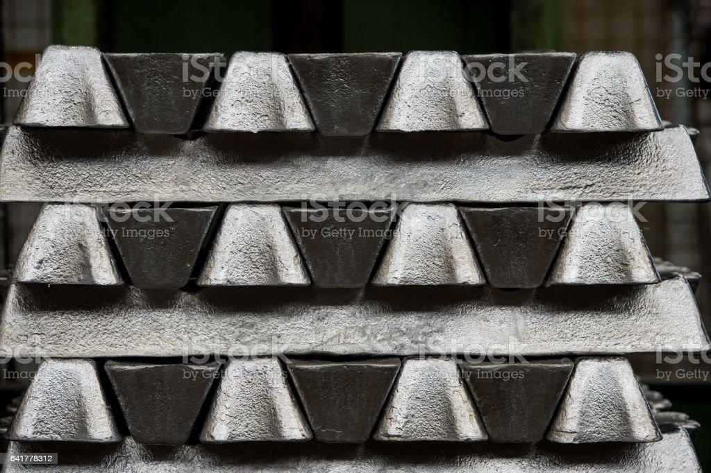 Profils de pile de lingots d'aluminium brut en aluminium usine - Photo