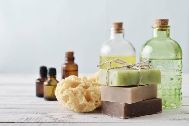 pilha de barras de sabonete - shampoo - fotografias e filmes do acervo