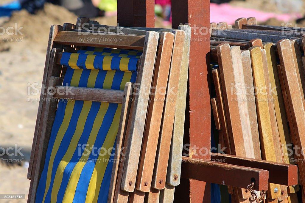 Sedia A Sdraio In Inglese.Pila Di Righe In Legno Sedie A Sdraio Sulla Spiaggia Di