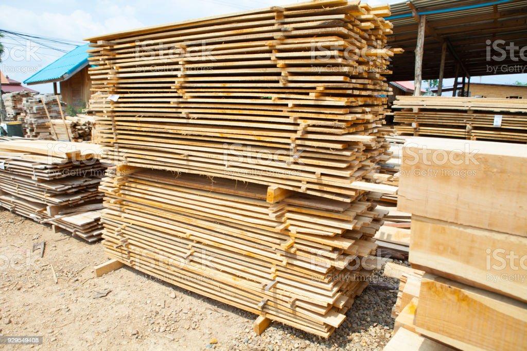 Stapel Von Teak Holz Bretter Im Holzlager Haufen Aus Holz Stockfoto